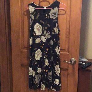 Sleeveless dress with floral dark grey background